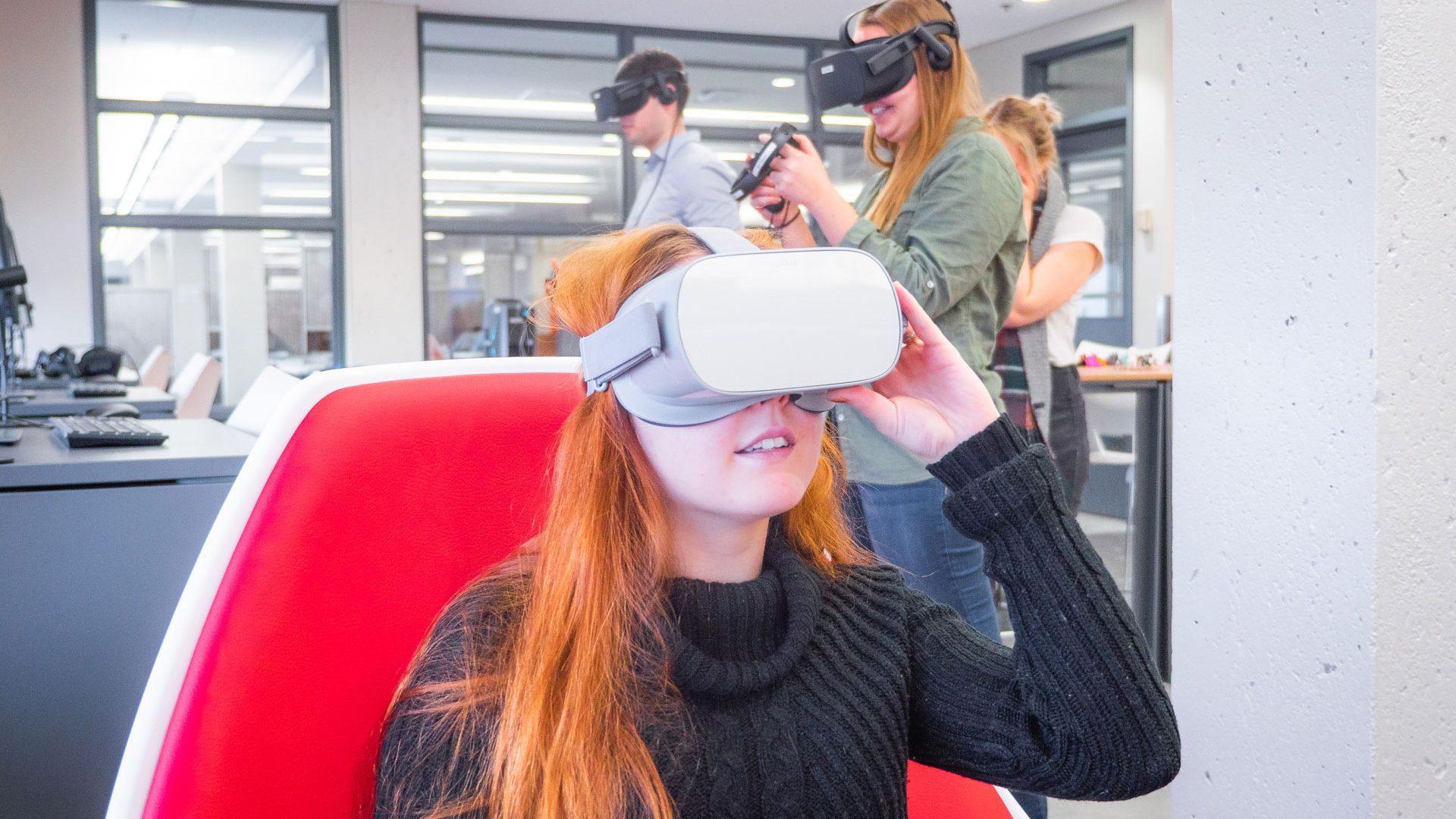 Les casques de réalité virtuelle font vivre des expériences immersives et enrichissantes