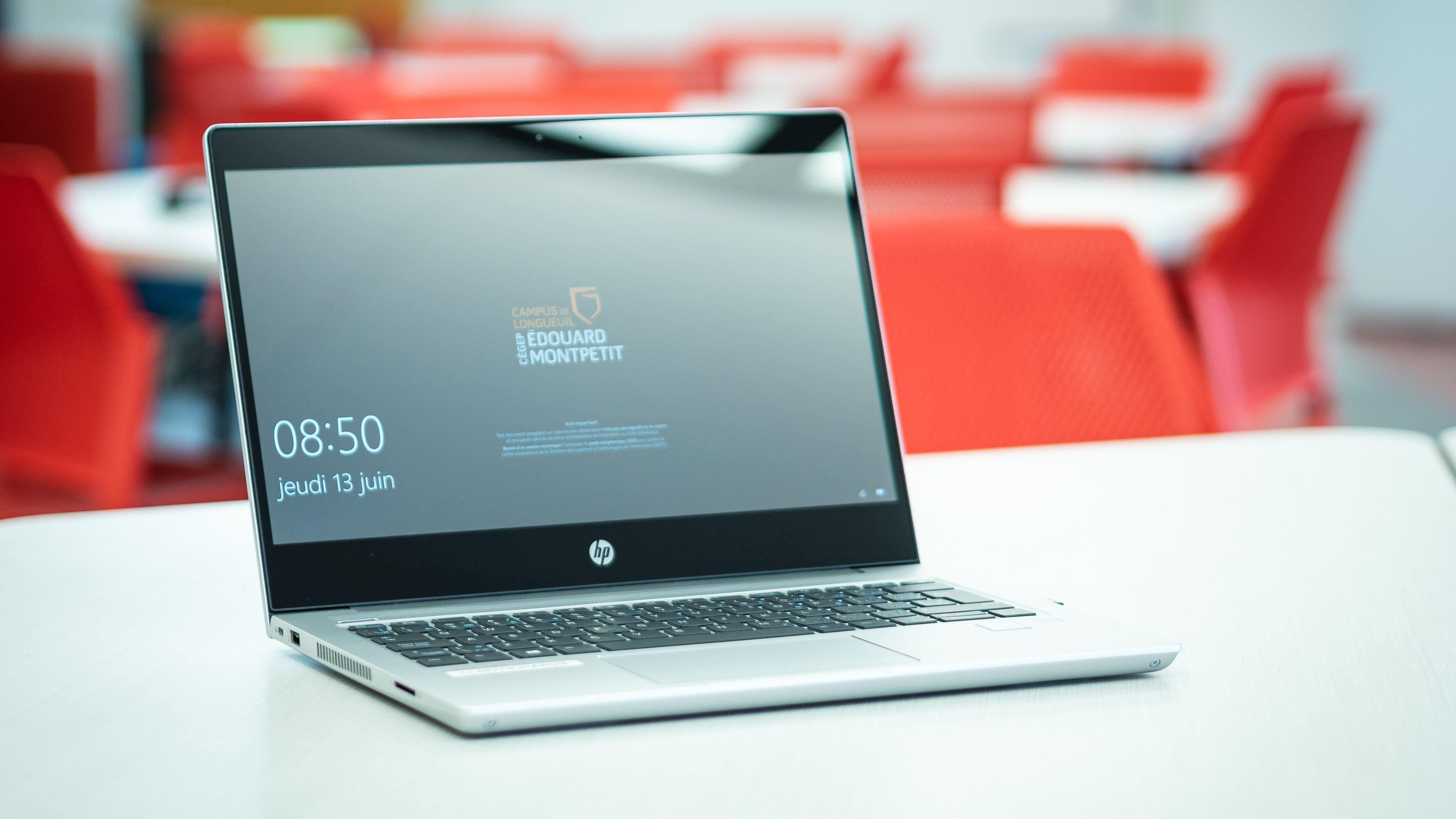 48 ordinateurs sont disponibles pour les étudiants et les professeurs