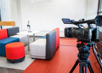 L'enregistrement vidéo est un excellent outil pour analyser le non-verbal et pour s'entraîner à faire des présentations.