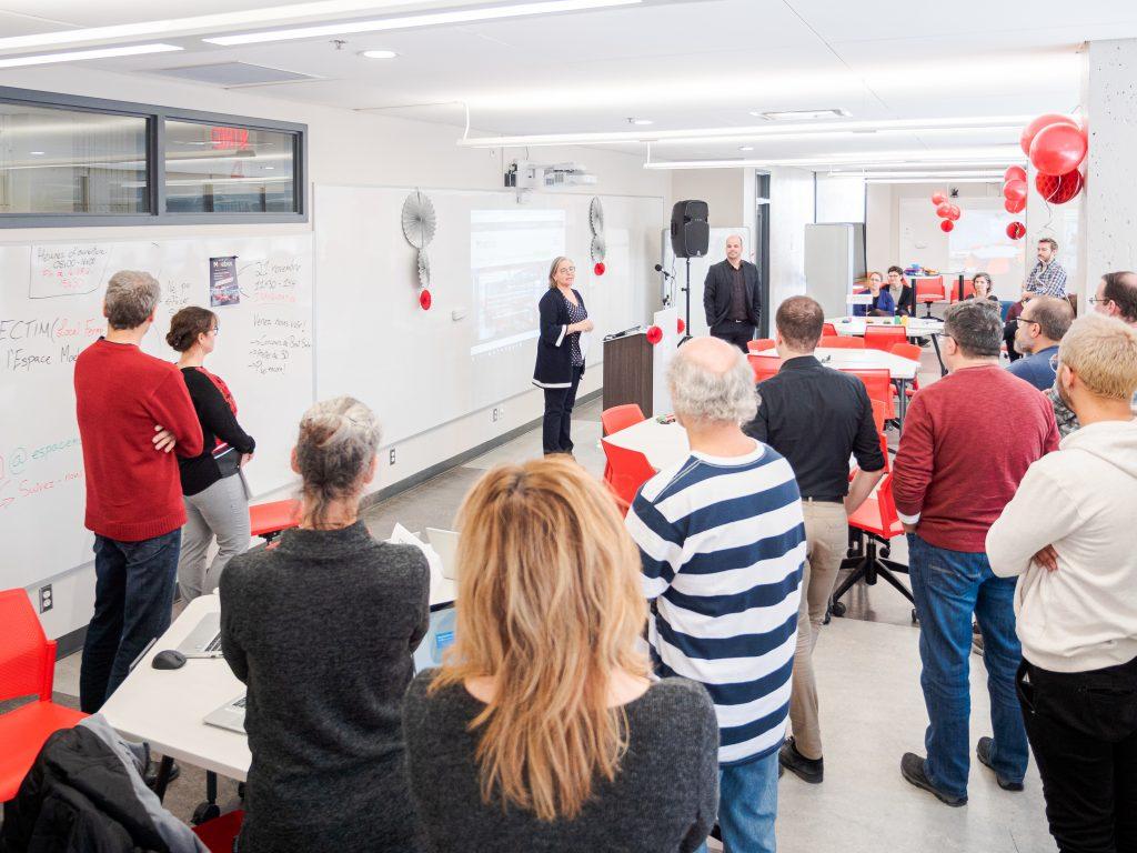 La communauté du cégep Édouard-Montpetit est réunit pour l'inauguration de l'Espace Moebius.