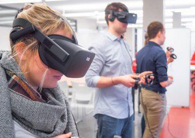 On est en équipe dans la réalité virtuelle.