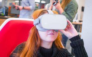 L'Oculus Go vous offre la liberté de vous installer dans le fauteuil de réalité virtuelle.