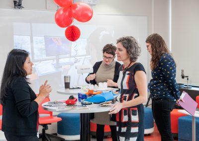 Dans la zone discussion, les usagés de l'Espace Moebius témoignent de leurs expériences et des impacts positifs pour les étudiants.